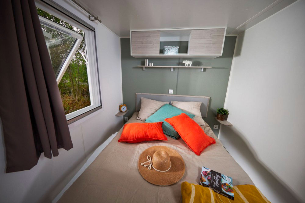 galerie-location-mobil-home-6-8-personnes-prestige-chambre-adultes-camping-moricq