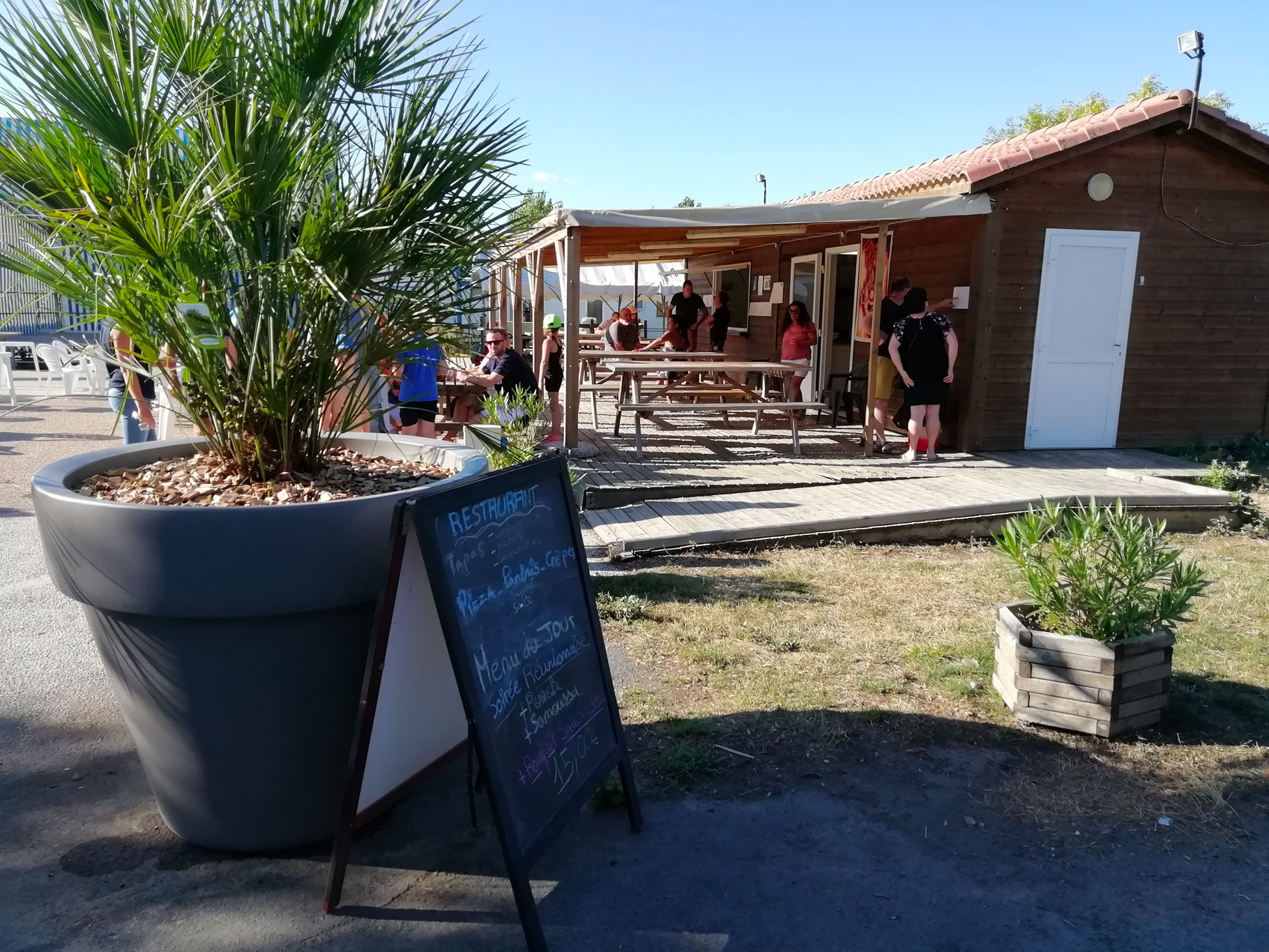 galerie-photos-bar-ambiance-snack-camping-le-port-de-moricq