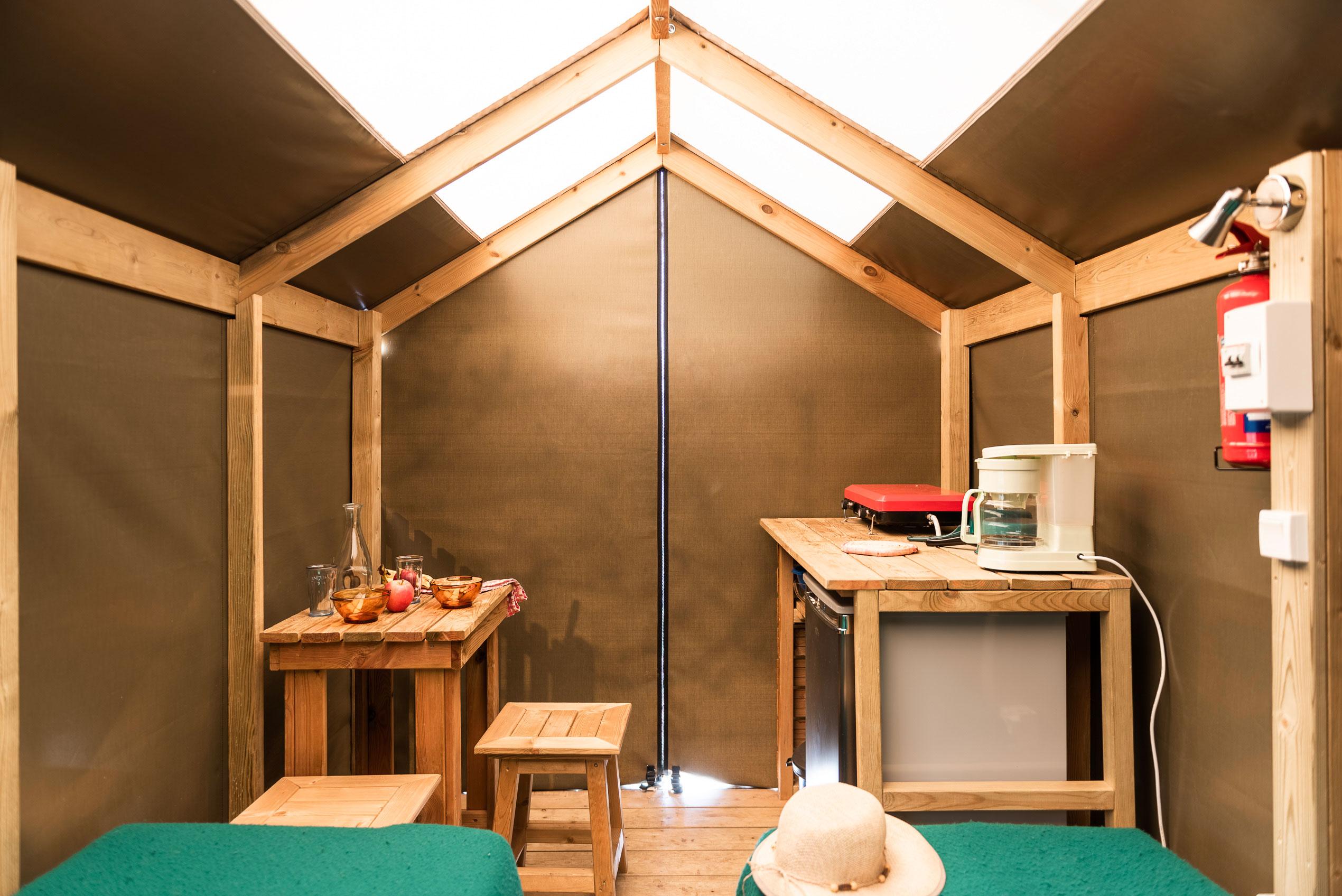 galerie-photos-camping-avec-tente-lodge-2-pers-interieur-camping-le-port-de-moricq