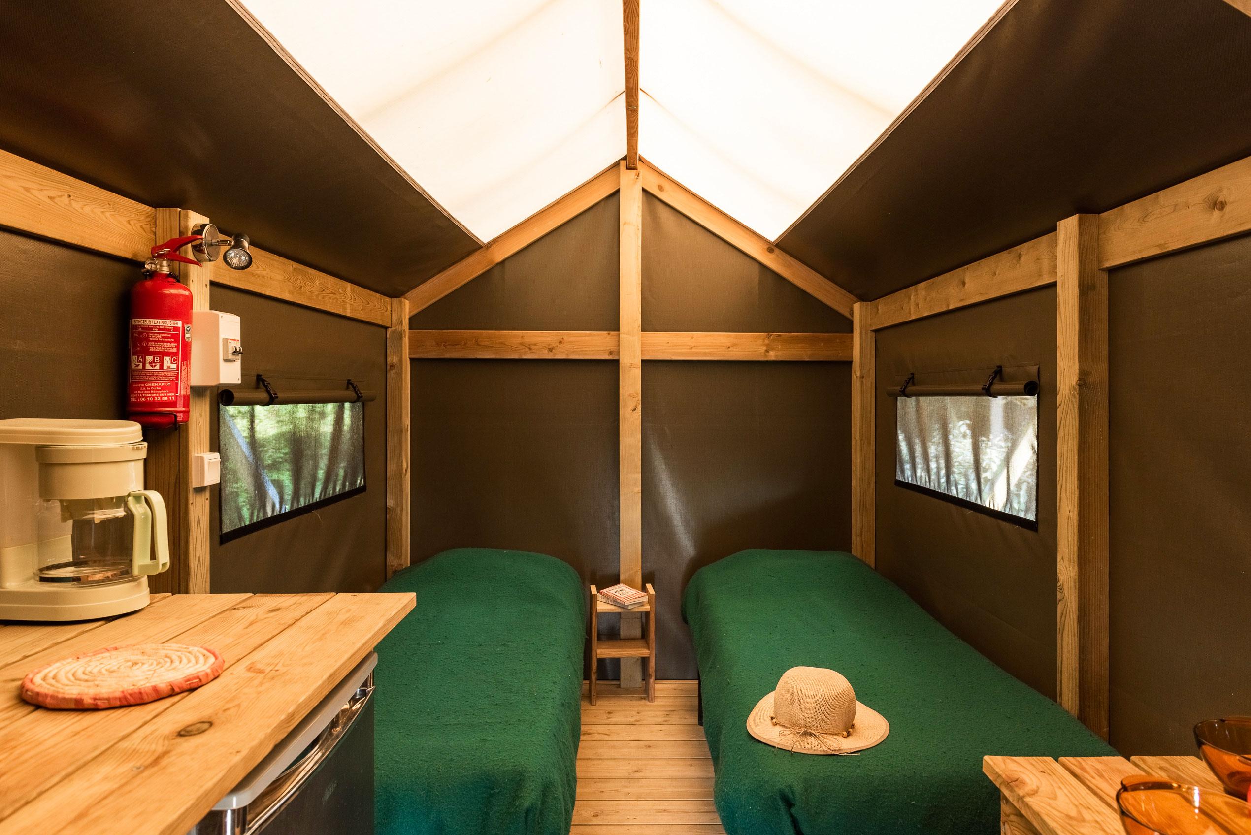 galerie-photos-camping-avec-tente-lodge-2-pers-lits-camping-le-port-de-moricq