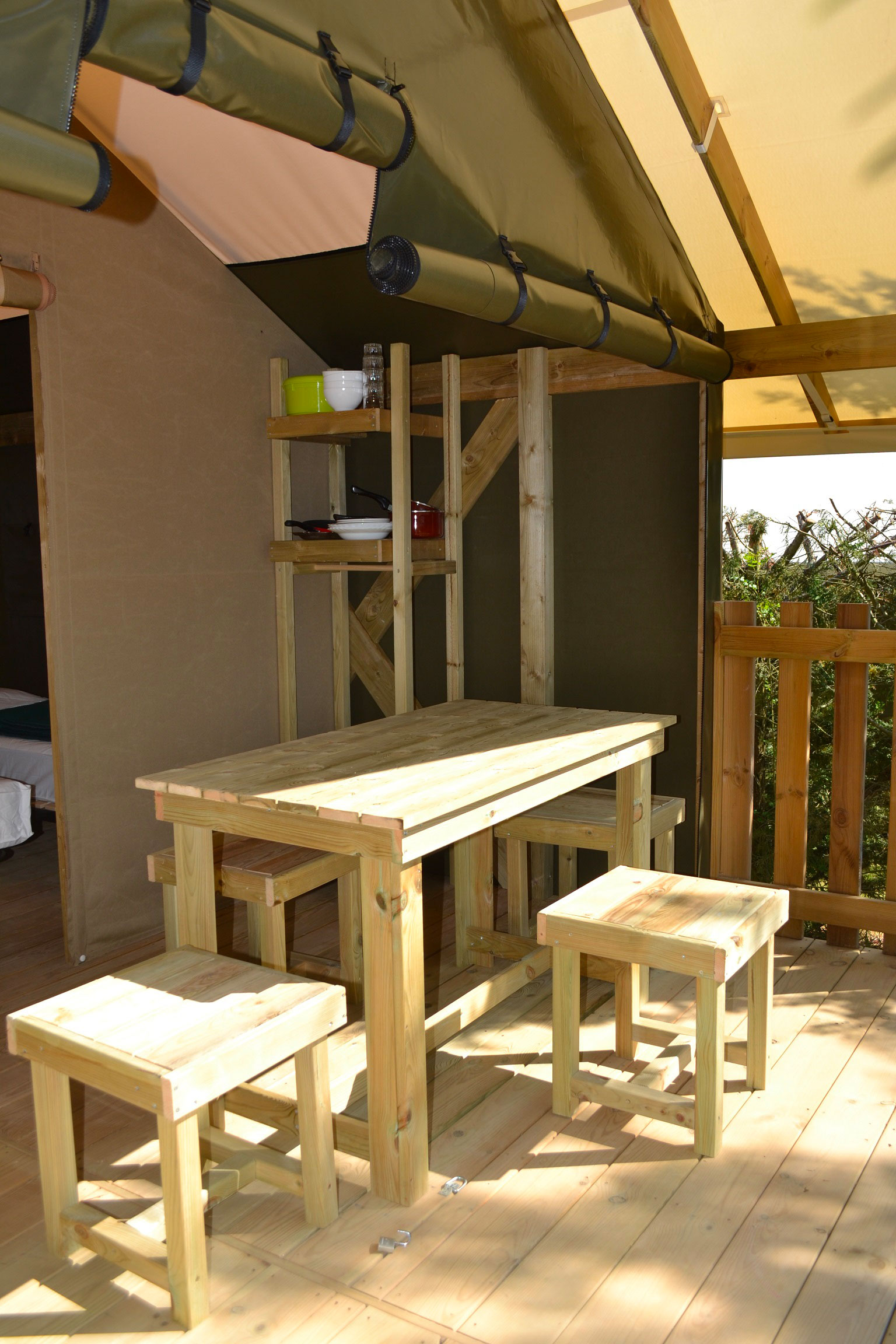 galerie-photos-camping-avec-tente-lodge-5-pers-terrasse-camping-le-port-de-moricq