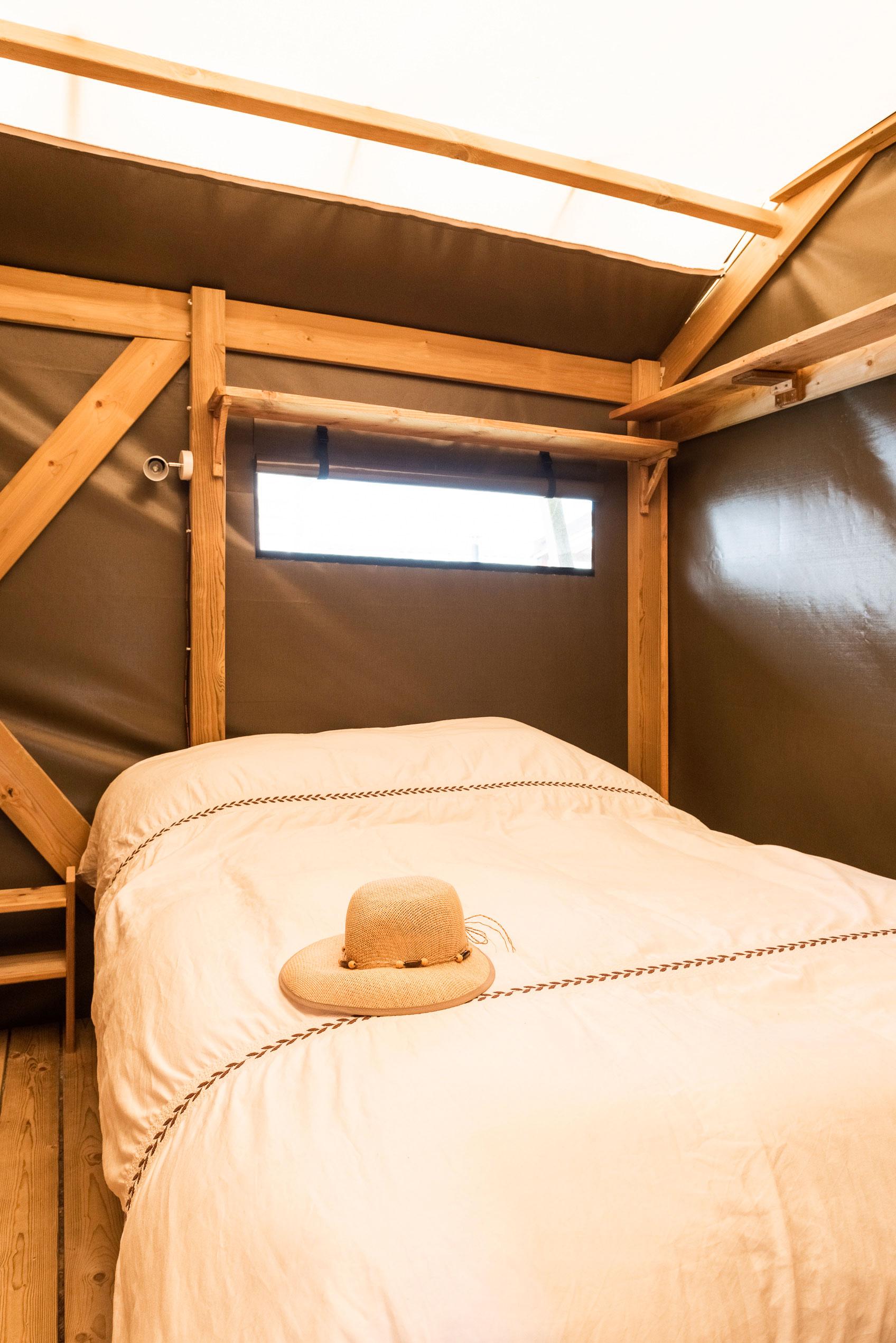 galerie-photos-camping-avec-tente-lodge-6-pers-chambre-adultes-camping-le-port-de-moricq