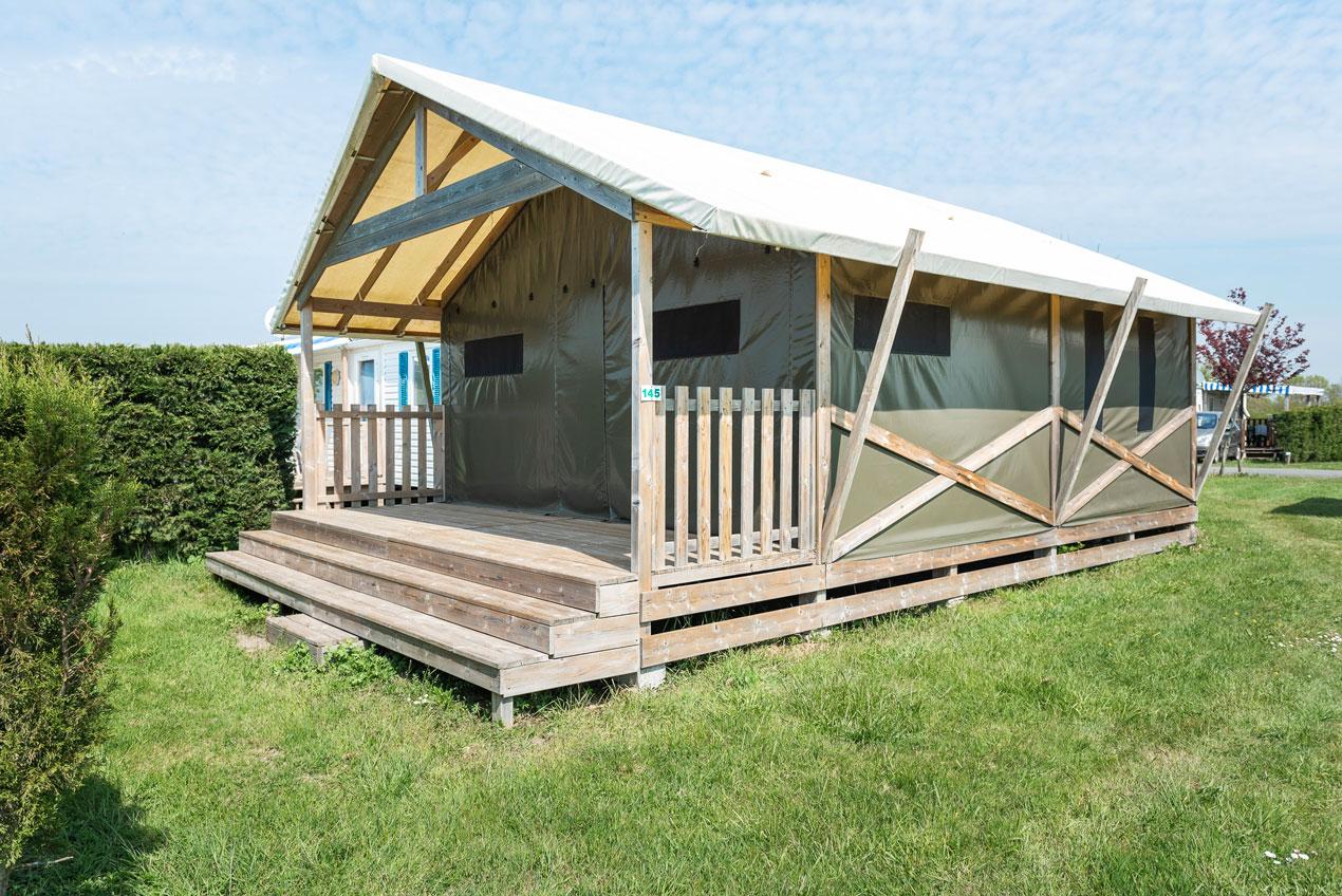 galerie-photos-camping-avec-tente-lodge-6-pers-exterieur-camping-le-port-de-moricq
