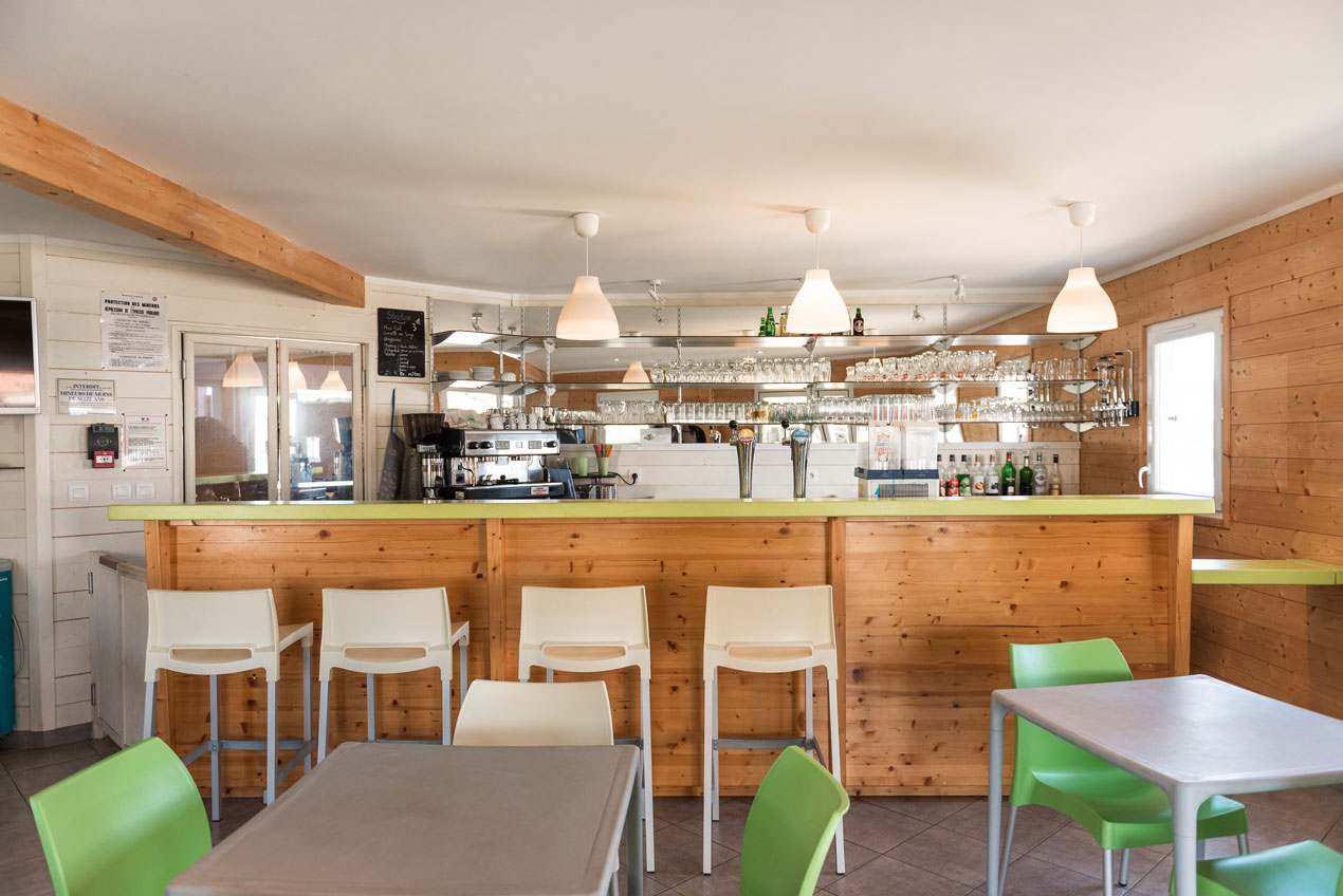galerie-photos-interieur-snack-camping-le-port-de-moricq