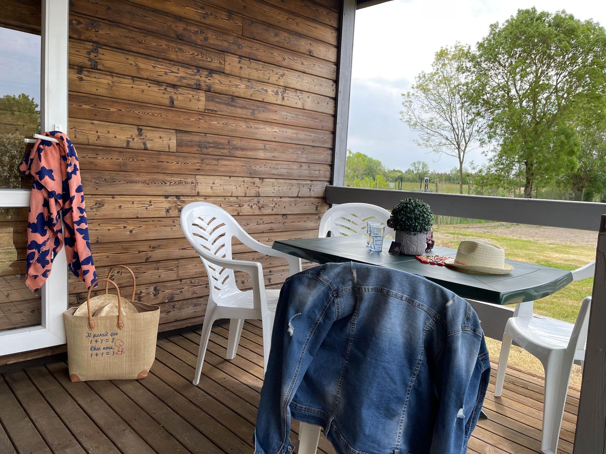 galerie-photos-location-chalet-camping-5-personnes-terrasse-le-port-de-moricq