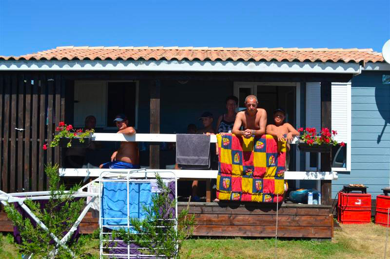 galerie-photos-location-chalet-camping-exterieur-6-7-pers-camping-moricq