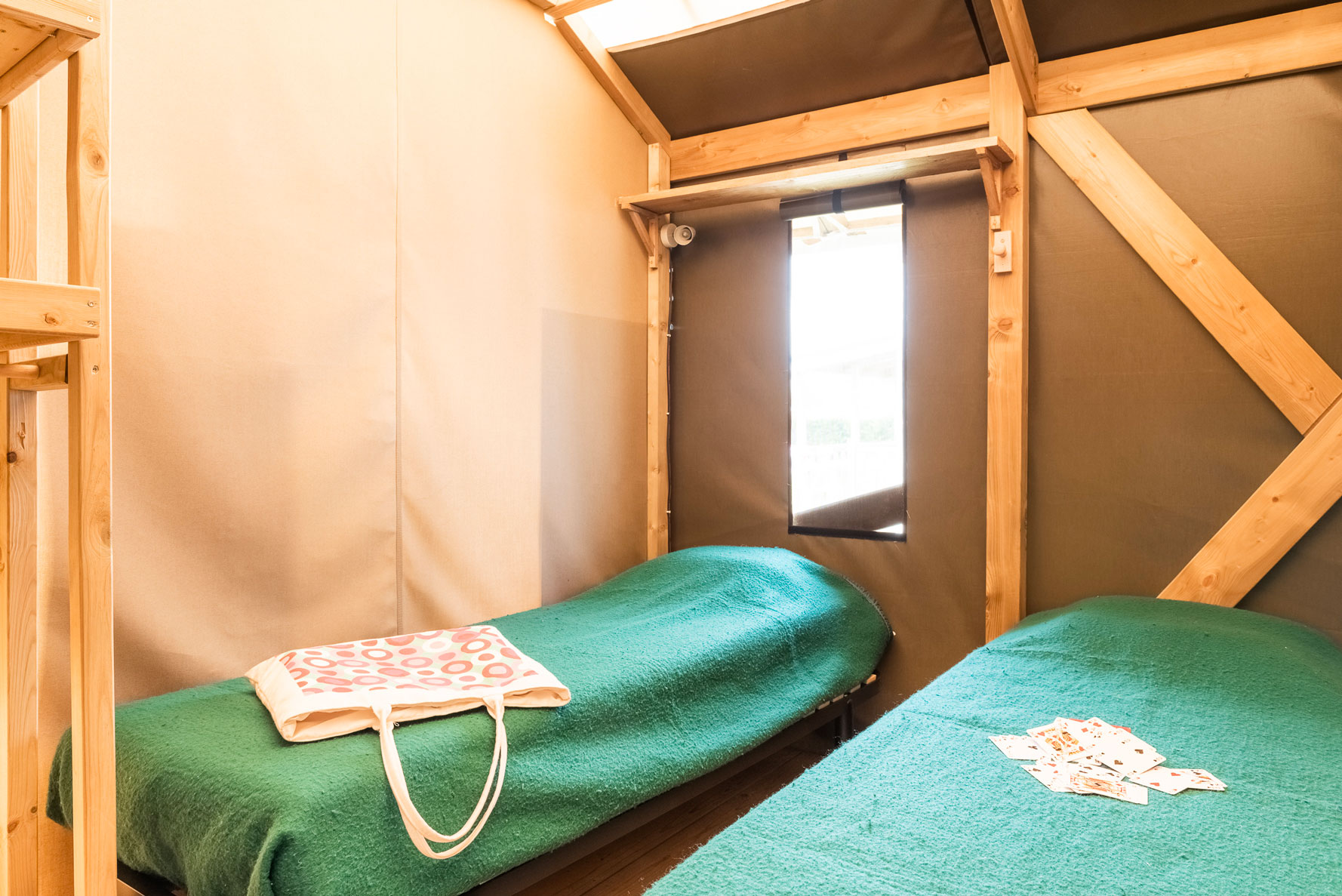 galerie-photos-location-tente-lodge-6-personnes-2-lis-1-place-camping-le-port-de-moricq
