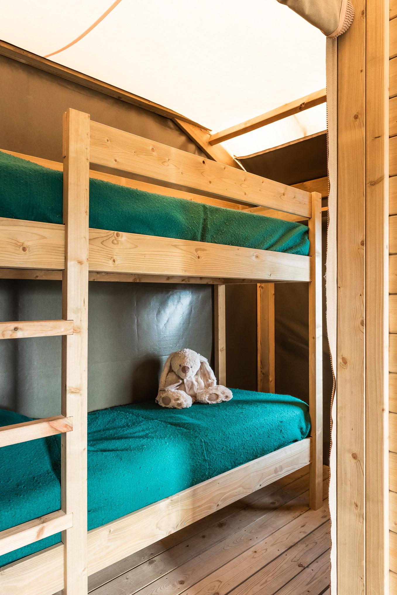 galerie-photos-location-tente-lodge-6-personnes-lits-superposes-camping-le-port-de-moricq