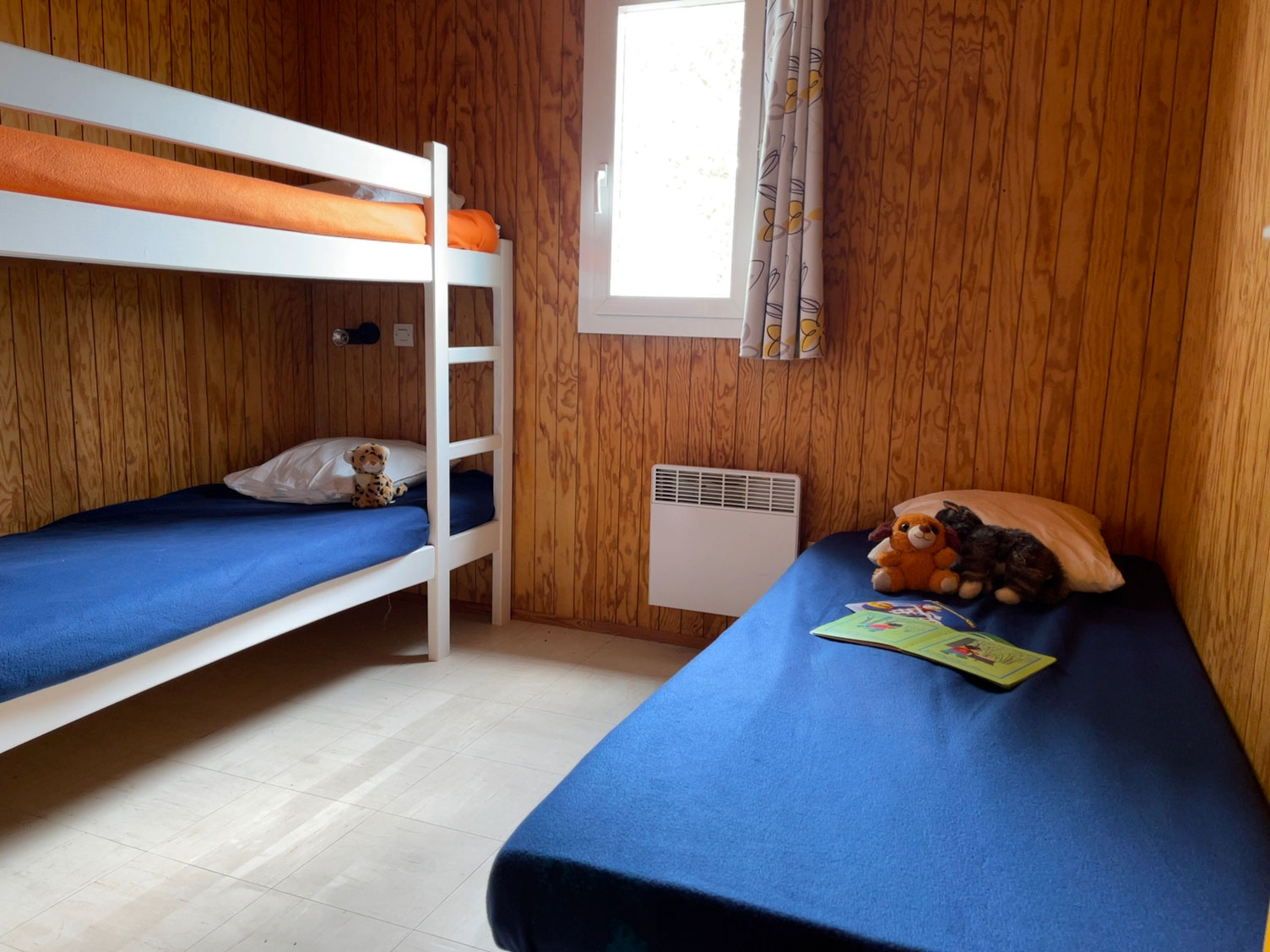 location-chalet-camping-5-personnes-chambre-le-port-de-moricq