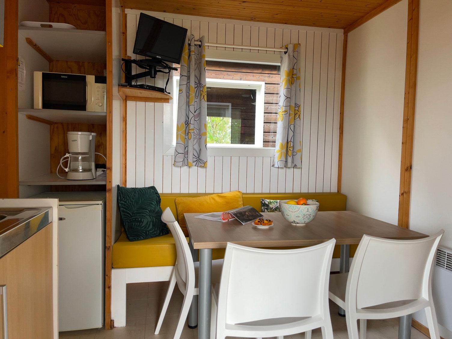 location-chalet-camping-5-personnes-interieur-le-port-de-moricq