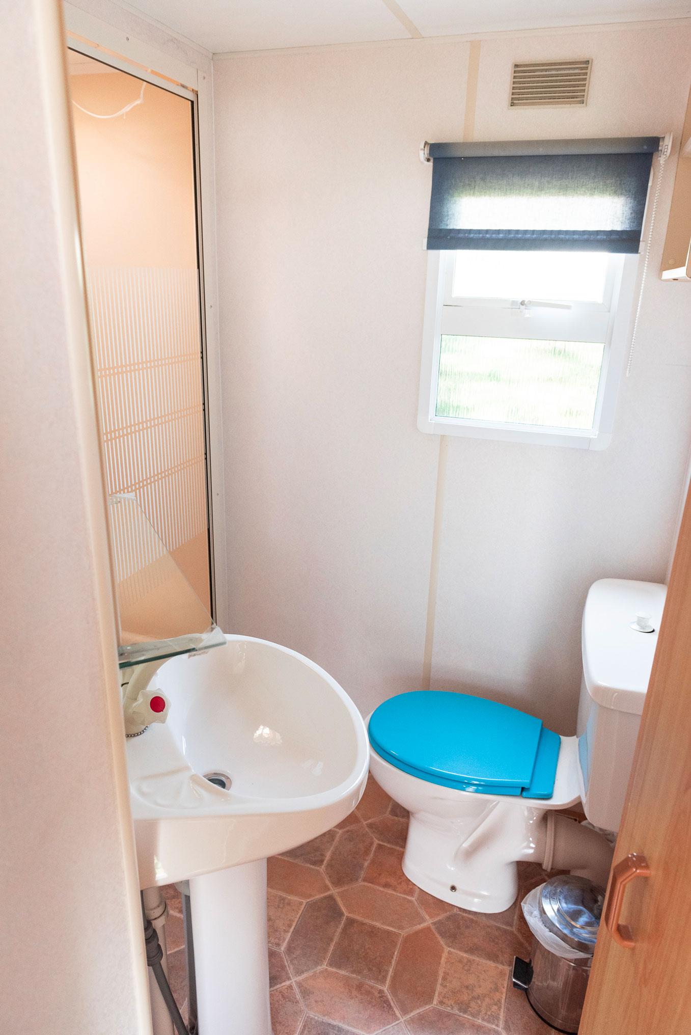 location-mobil-home-4-6-personnes-eco-salle-de-bain-camping-le-port-de-moricq