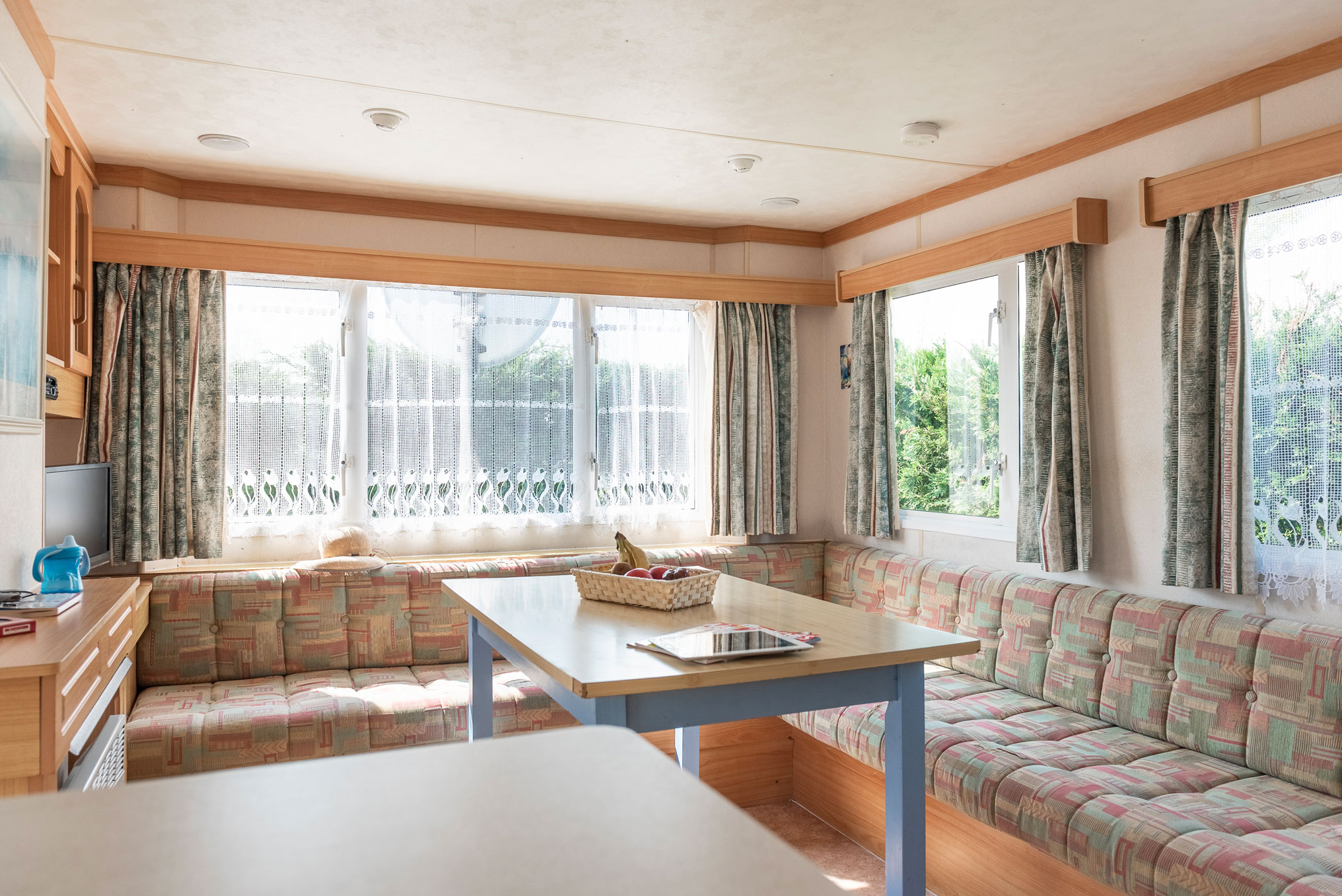 location-mobil-home-6-8-personnes-eco-salon-camping-le-port-de-moricq
